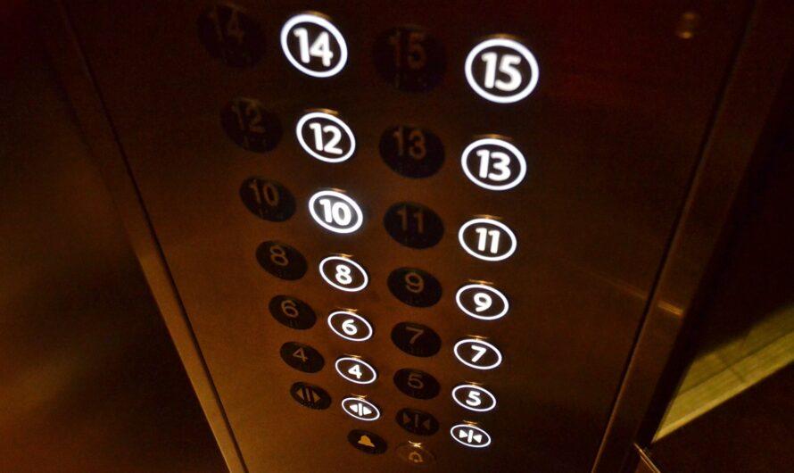 06.12.2019 Personen in Aufzug eingeschlossen